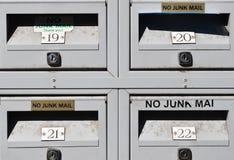 Boîtes de poste aux lettres aucun signes d'imprimé publicitaire photos libres de droits