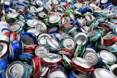Boîtes en aluminium pour la réutilisation Images libres de droits