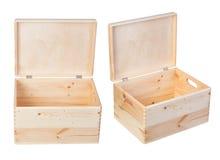 Boîtes en bois d'isolement sur le fond blanc Image stock
