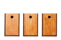 Boîtes en bois d'isolement sur un fond blanc Trois caisses de bois naturel pour la conservation ou le stockage de expédition Copi Images stock