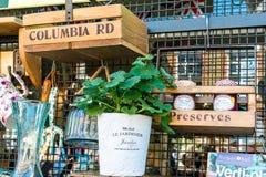 Boîtes en bois dans un affichage de boutique Photographie stock libre de droits