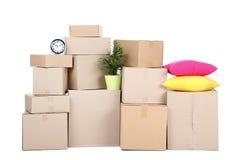 Boîtes en carton avec la substance de ménage image stock