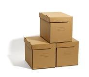 Boîtes en carton d'isolement Photo stock