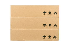 Boîtes en carton d'isolement sur un fond blanc Images stock