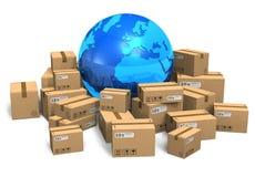 Boîtes en carton et globe de la terre Image libre de droits