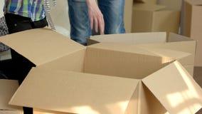 Boîtes en carton ouvertes banque de vidéos