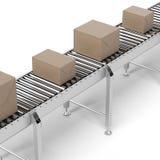 Boîtes en carton sur une bande de conveyeur Photo stock
