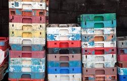 Boîtes en plastique de caisses de poissons Photographie stock libre de droits