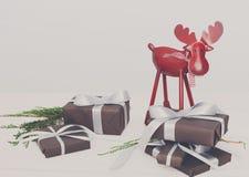 Boîtes et cerfs communs de cadeau de Noël sur le fond en bois blanc Photos libres de droits