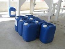 Boîtes métalliques avec de l'ammoniaque Photos libres de droits