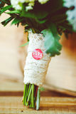 Boîtier blanc avec les macarons frais Dessert gastronome Amie de cadeau Photographie stock libre de droits
