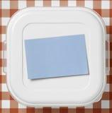 Boîtier en plastique avec le post-it sur le dessus Photographie stock libre de droits