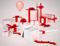 Boîtiers blancs avec des cadeaux et arcs de rouge d'isolement images libres de droits