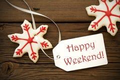 Boże Narodzenia Grają główna rolę ciastka z Szczęśliwą Weekendową etykietką Obrazy Royalty Free