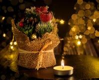Boże Narodzenia i nowego roku ` s kwiecista stołowa dekoracja przed obraz royalty free