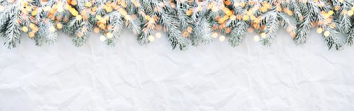 Boże Narodzenia i nowego roku wakacje tło Xmas kartka z pozdrowieniami chłopiec wakacji lay śniegu zima fotografia stock