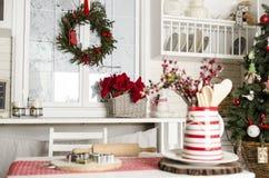 Boże Narodzenia i nowy rok kuchnia z kuchennymi narzędziami zdjęcia stock