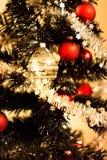 boże narodzenia kopiują dekoracj ostrości złocistego wielkiego ornamentu czerwieni przestrzeni drzewa Zdjęcia Royalty Free