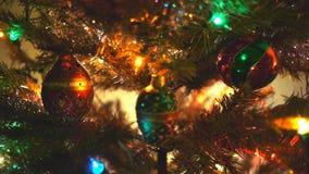 boże narodzenia kopiują dekoracj ostrości złocistego wielkiego ornamentu czerwieni przestrzeni drzewa zbiory wideo