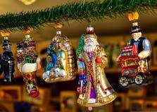 boże narodzenia kopiują dekoracj ostrości złocistego wielkiego ornamentu czerwieni przestrzeni drzewa Obraz Stock