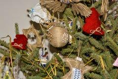 boże narodzenia kopiują dekoracj ostrości złocistego wielkiego ornamentu czerwieni przestrzeni drzewa Fotografia Royalty Free