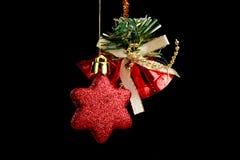 boże narodzenia kopiują dekoracj ostrości złocistego wielkiego ornamentu czerwieni przestrzeni drzewa Odosobniony czarny tło Obrazy Stock