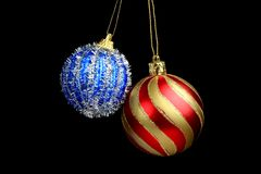 boże narodzenia kopiują dekoracj ostrości złocistego wielkiego ornamentu czerwieni przestrzeni drzewa Odosobniony czarny tło Zdjęcie Stock