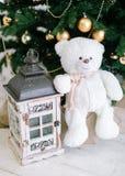 boże narodzenia kopiują dekoracj ostrości złocistego wielkiego ornamentu czerwieni przestrzeni drzewa Zabawkarski niedźwiedź i ma Zdjęcie Stock