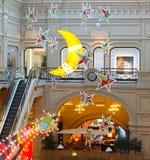 Boże Narodzenia kształtują półksiężyc i grają główna rolę w dziąśle główny wydziałowy sklep Zdjęcia Stock