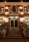 Boże Narodzenia mieścą dekoracj świateł pokazu w podmiejskim Brooklyn sąsiedztwie Dyker wzrosty Zdjęcie Stock