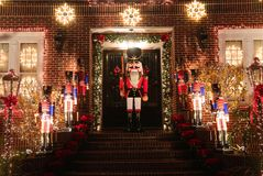 Boże Narodzenia mieścą dekoracj świateł pokazu w podmiejskim Brooklyn sąsiedztwie Dyker wzrosty Obrazy Stock