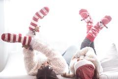 Boże Narodzenia, nowego roku pojęcie, mama i córka, bawić się fotografia stock
