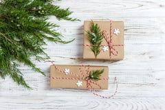 Boże Narodzenia, nowego roku tło, prosty skład robić Xmas dekoracje lub jodeł gałąź, Obrazy Royalty Free