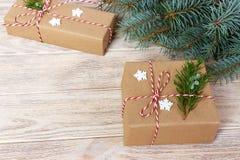 Boże Narodzenia, nowego roku tło, prosty skład robić Xmas dekoracje lub jodeł gałąź, Obrazy Stock