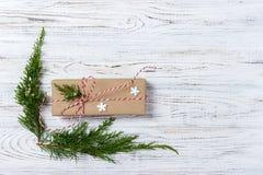 Boże Narodzenia, nowego roku tło, prosty skład robić Xmas dekoracje lub jodeł gałąź, mieszkanie nieatutowy Zdjęcie Stock