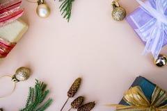 Boże Narodzenia, nowy rok kopia i tło astronautyczny wystrój z prezentem i obrazy stock