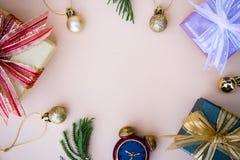 Boże Narodzenia, nowy rok kopia i tło astronautyczny wystrój z prezentem i obraz stock