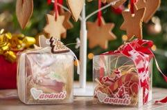 Boże Narodzenia, nowy rok kosze z cukierkami i prezenty i, alkohol, c obrazy royalty free