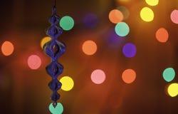 Boże Narodzenia ornamentują przed kolorowymi światłami Obrazy Royalty Free
