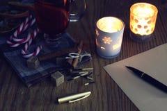 Boże Narodzenia piszą list na stole z pikantność Fotografia Royalty Free