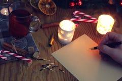 Boże Narodzenia piszą list na stole z pikantność Obraz Stock
