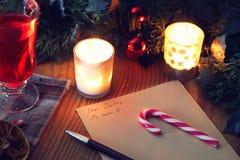 Boże Narodzenia piszą list na stole z pikantność Obraz Royalty Free