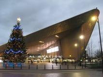 Boże Narodzenia przy centrali stacją w Rotterdam holandie obrazy stock