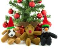 Boże Narodzenia Są prześladowanym pingwinu i renifera Fotografia Stock