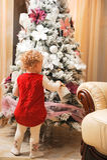 boże narodzenia target1938_0_ dziewczyny odizolowywali trochę nad drzewnym biel Zdjęcia Stock
