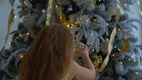 boże narodzenia target239_0_ małego dziewczyny drzewa zdjęcie wideo
