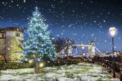 Boże Narodzenia w Londyńskim pojęciu podczas nighttime zdjęcie royalty free
