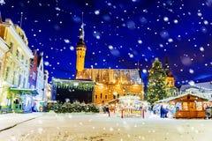 Boże Narodzenia w Tallinn Bożenarodzeniowy jarmark przy urzędu miasta kwadratem Zdjęcia Royalty Free
