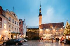 Boże Narodzenia wprowadzać na rynek na urzędu miasta kwadracie w Tallinn, Estonia Boże Narodzenia Obrazy Stock