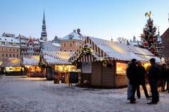 Boże Narodzenia wprowadzać na rynek przy kopuła kwadratem w Ryskim Starym miasteczku, Latvia Zdjęcia Stock